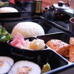松花堂弁当の由来。幕の内弁当との違いは何?