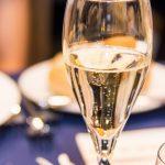 シャンパンとスパークリングワインの違いとは?味や値段は?