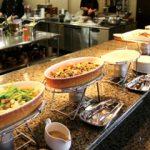 立食パーティーで気を付けるべきマナーとは?服装や料理の取り方は?