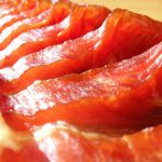冬の風物詩「鮭とば」とはどんな食べ物?作り方や美味しい食べ方もご紹介!