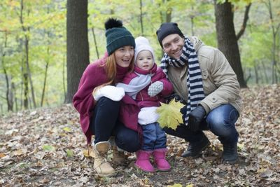 ニット帽をかぶった外国人の家族