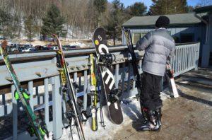 立てかけているスノーボード