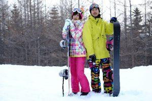 スキー・ボードを持って記念撮影