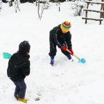 楽しい雪遊び!1歳児・2歳児の服装選びのポイントは?
