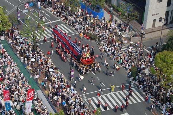博多の祭りのにぎわい