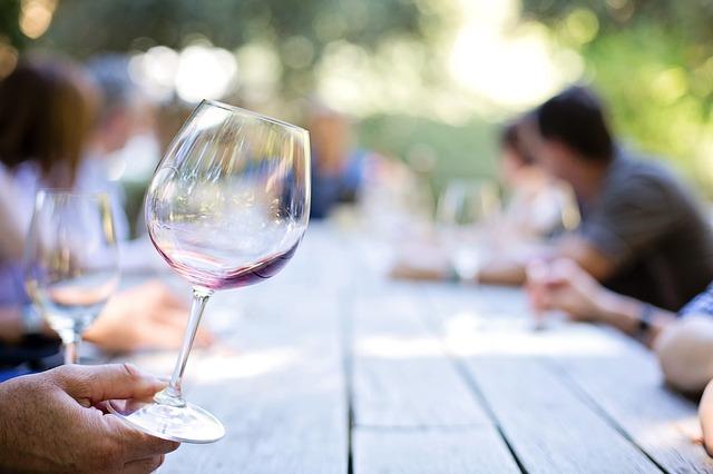 ワインを傾ける