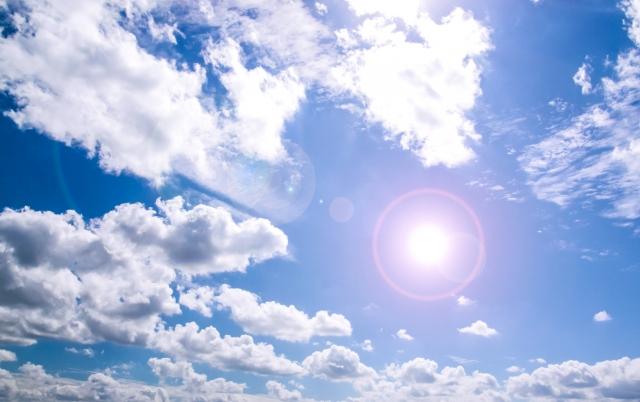 夏至を象徴する青い空
