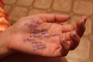 手についた油性ペンの汚れ