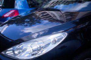 輝く車のボディ