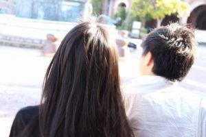 髪がきれいな後ろ姿
