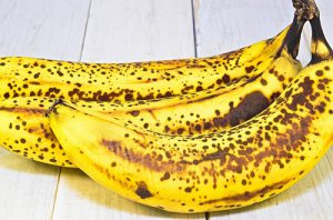 黒いポツポツが出たバナナ