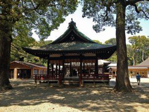 ひっそりと佇む氷川神社