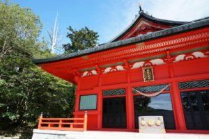 赤い鳥居の神社