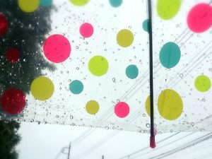 雨の日に指す傘