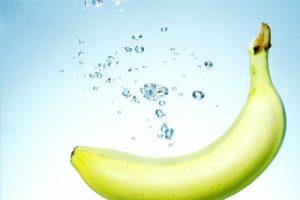 酢にとけこむバナナ