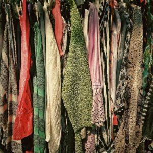 売られている古い着物