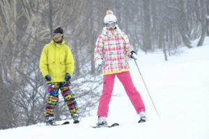 スキーで滑る