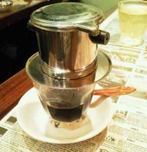 ベトナムコーヒーを淹れる