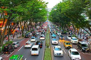 交通量の多い街