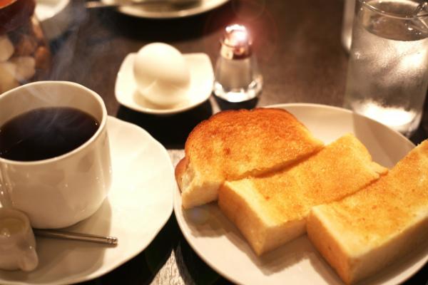 モーニングのトーストと卵